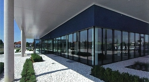 Gebäudefront Erdgeschoß